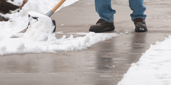 shovel-snow-sidewalk-660x330
